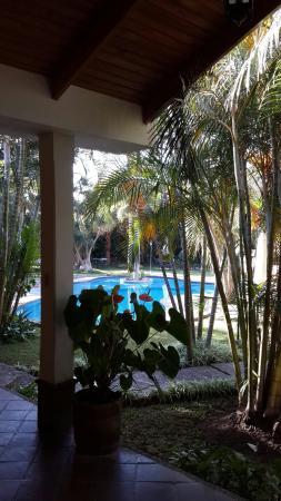Hotel Dos Mundos: Piscina del hotel. No hay restricción mientras no interfiera o moleste a los otros huéspedes se