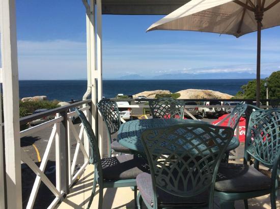 Boulders Beach Lodge: Terrace view at breakfast