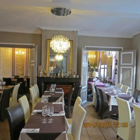 Bienvenue chez nous : The main dining room