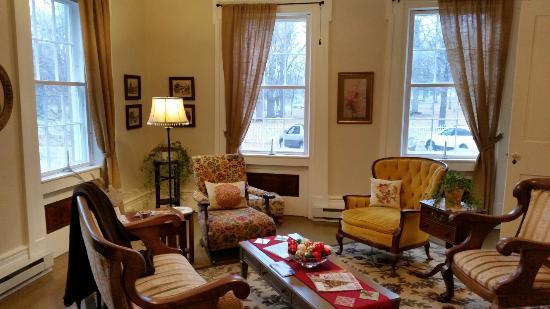 The Gallery Inn: Sitting room