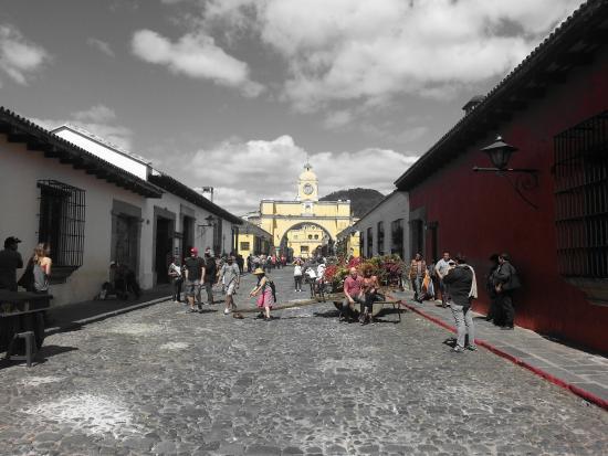 Candelaria Antigua Hotel: Main street in town