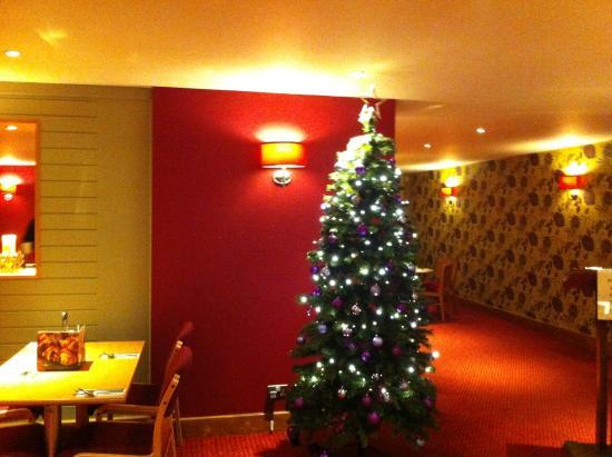 Premier Inn Huddersfield North Hotel : christmas tree
