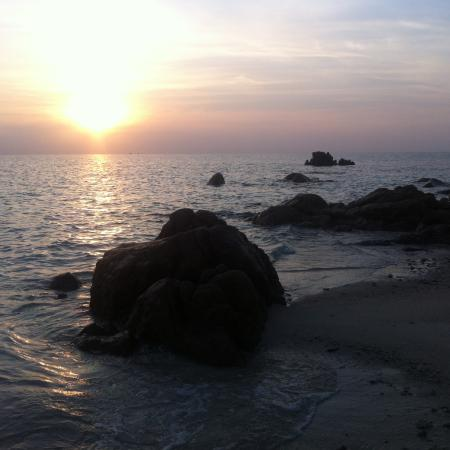 Koh Munnork Private Island Resort by Epikurean Lifestyle : Sunrise in front of our bungalow