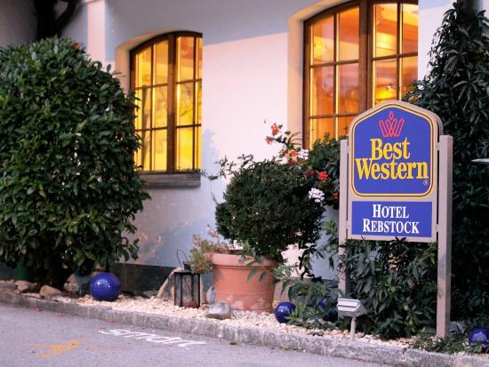 BEST WESTERN Hotel Rebstock: Hoteleingang uns Lobby bei Kerzenlicht