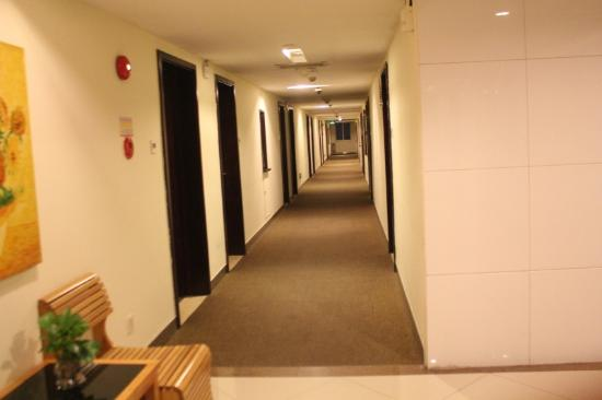 Guangdong Baiyun City Hotel: 7th floor hallway