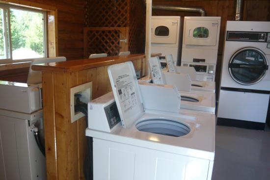 Nugget RV Park : Coin-op laundry
