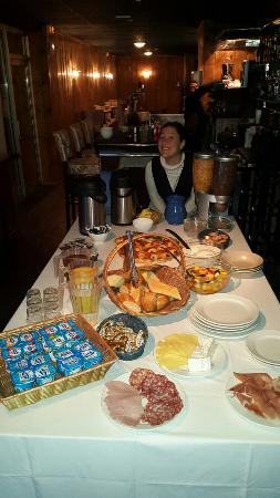 Hôtel Courchevel Olympic Madame Vacances: Breakfast