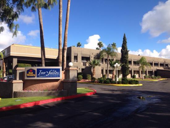 Best Western InnSuites Phoenix Hotel & Suites: Very clean hotel  Great buffet free breakfast  Free drinks  in afternoon