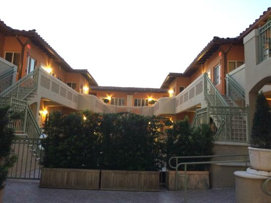 Sun Harbour Boutique Hotel: outside the hotel