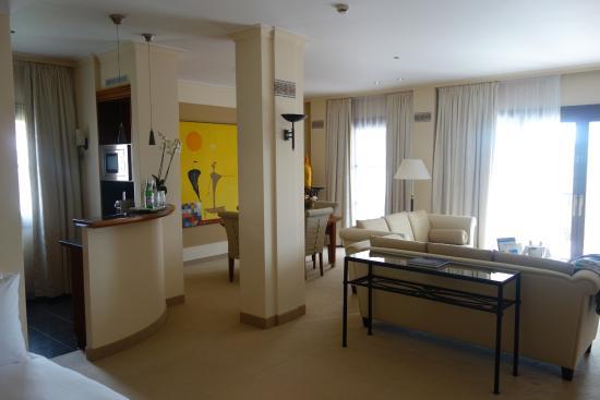 The St. Regis Mardavall Mallorca Resort: Wohnbereich