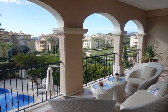 The St. Regis Mardavall Mallorca Resort: Terrasse