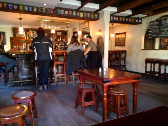 Harp and Hound Pub: Cozy inside