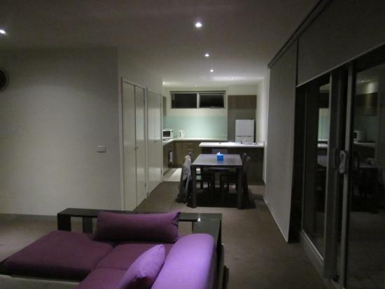 Summer Inn Holiday Apartments: From the living area to the kitchen