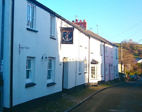 The Anchor Inn : Pub Frontage