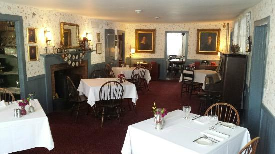 The Hancock Inn: Warm and authentic dining area