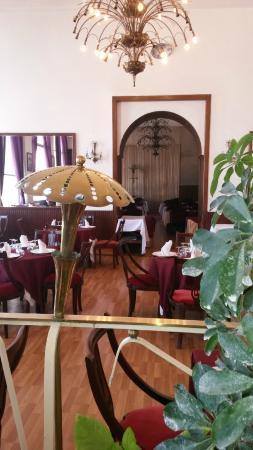 Safir Hotel Alger: Super Cadre rétro du restaurant