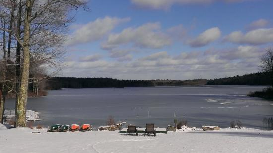 Inn at Lake Joseph: Tranquil Lake Joesph in early winter