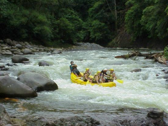 Tours to Go Costa Rica: Rafting clase III y IV