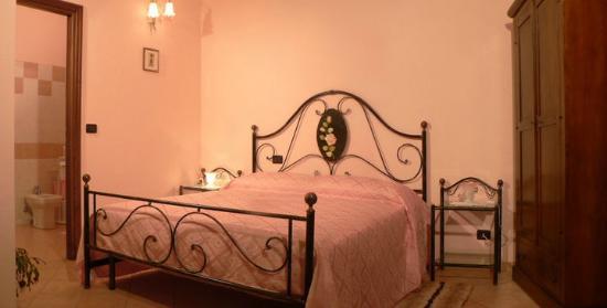 Province of Asti, Italie : Camera rosa con balcone, una delle 4 camere