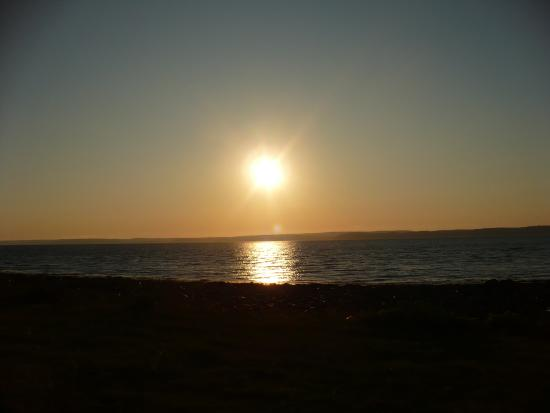 Bayside Farm and Cottages: Sunset over the bay