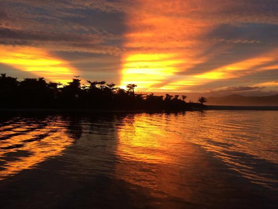 Barra do Una, SP: Fim de tarde a beira do Rio Una. Vista da praia, olhando do píer da Marina Canoa !