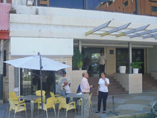 Hotel Colibrí: Hotel e cafeteria