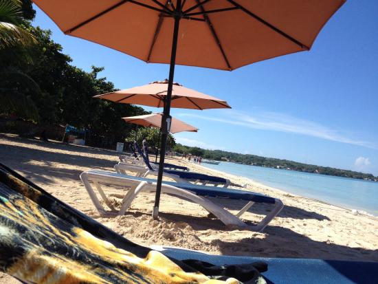 Kuyaba Hotel & Restaurant - Negril : Kuyaba's beach in the morning