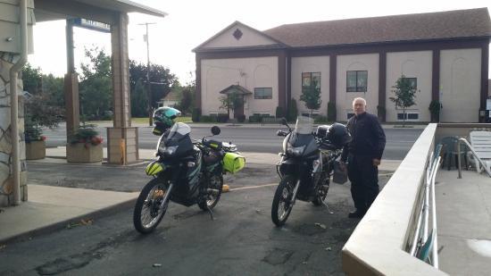Knights Inn Baker City: Plenty of FREE parking
