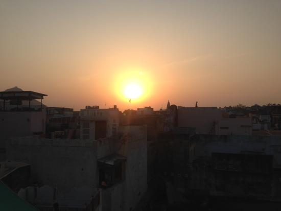 Aravali Hotel & Restaurant : Sunset from the rooftop......ah!