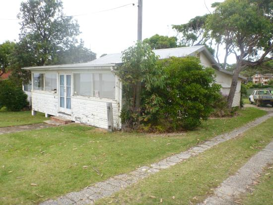 Mollymook Surfbeach Motel & Apartments: old house nearby