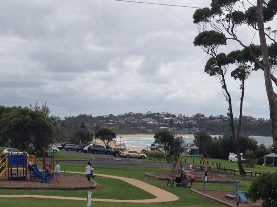 Mollymook Surfbeach Motel & Apartments: park and beach infront