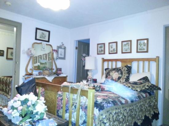 The Pratt Smith House: Bedroom