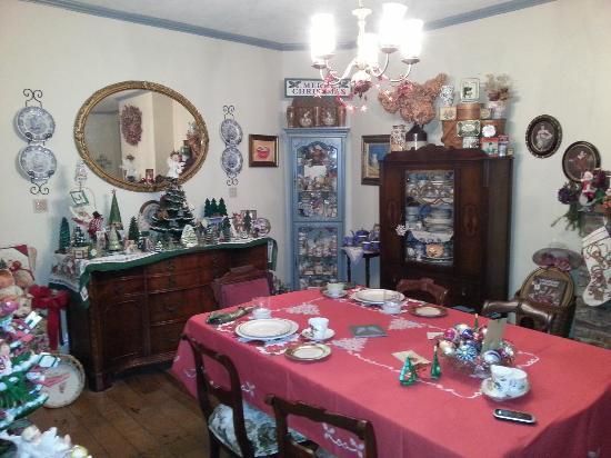 The Pratt Smith House: Dining room