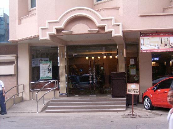 Royal Garden Hotel Main Entrance