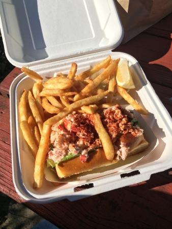 Chatham Pier Fish Market : Lobster roll and fries