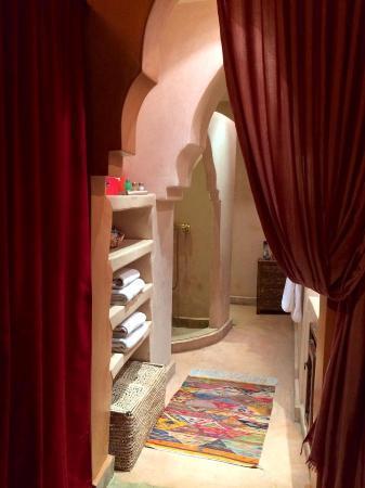 Riad Les Nuits de Marrakech : Stunning bathrooms Les Nuits de Marrakech
