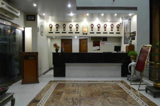 Pleasing Royal Wedding Picture Of Oyo 18814 Hotel Maya Download Free Architecture Designs Itiscsunscenecom
