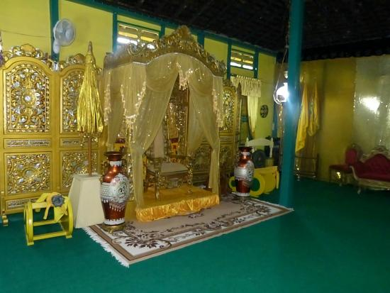 West Kalimantan, Indonesien: Throne room