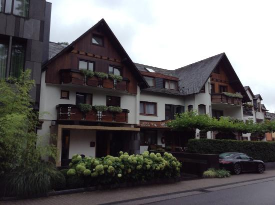 Older part hotel restaurant and weinhaus picture of for Beckers hotel trier germany
