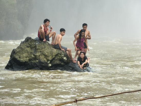 West Kalimantan, Indonesien: Rock island in Banangar river