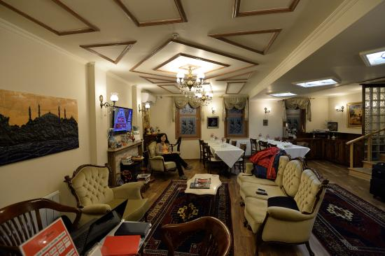 Oba Hotel: Living room and dinning area