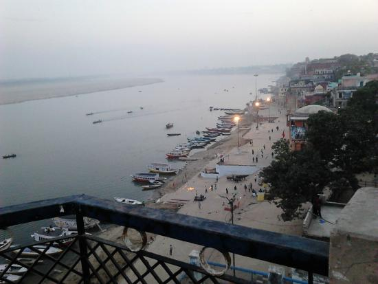 Leela Guest House: River Ganga view from balcony