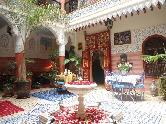 Riad Bleu Du Sud: patio