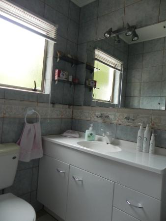 Tealmere Grove B&B: Ensuite bathroom (Room No 1)