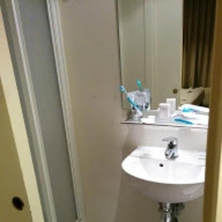 Ambrosia Hotel bathroom