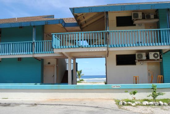Nauru: beachfront accommodation