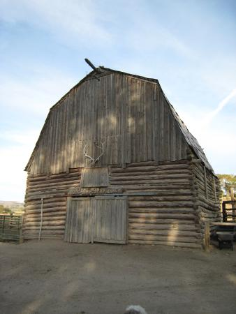 Lonesome Spur Ranch : Main barn