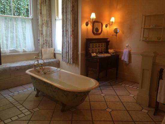 Hacklewood Hill Country House: En suite