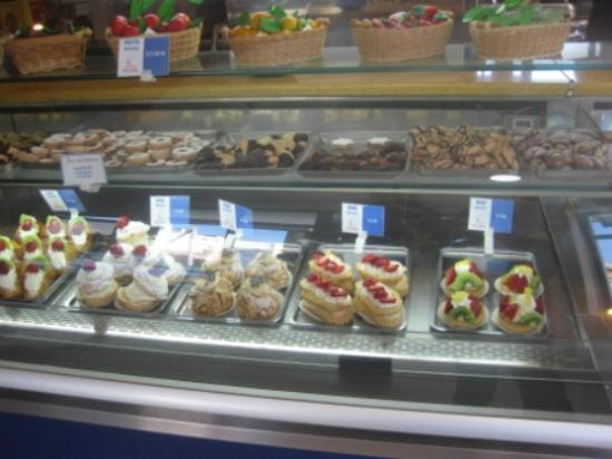 Ristorante Frontemare - Lido di Naxos : some of the cake selection