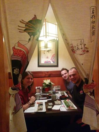 Gonoe Sushi Japanese Restaurant: Excellent little private rooms. Awesome atmosphere.